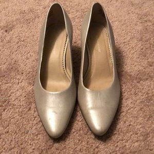 Naturalizer  shimmery cream heels